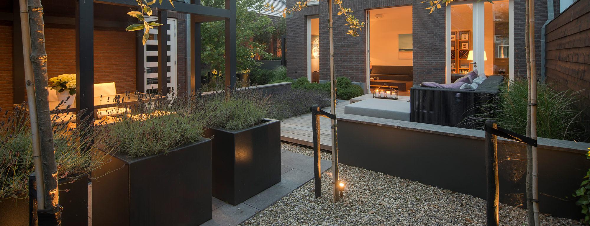 Welkom bij BUYTENGEWOON tuinen!   moderne stadstuinen   stijlvolle villatuinen   modern