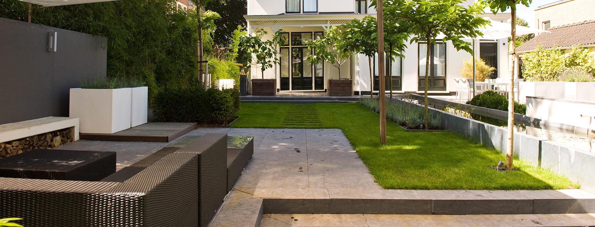 Sfeervolle tuin met moderne waterpartij in alphen aan den rijn for Waterpartij in de tuin