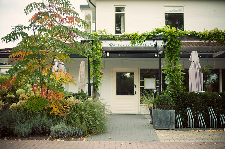 sfeervolle terrassen bij restaurant 't edelhert in elspeet